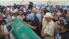 Vatan Şaşmaz'ın Eşi Cenazede (29 Ağustos 2017)