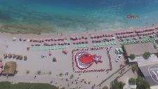 Kumburnu Plajında İnsanlardan Türk Bayrağı Oluşturuldu