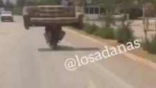 Motosikletle Kanepe Taşımak