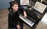İzmirli Piyanist Kaan Turan'ın Dünya Birincisi Olması