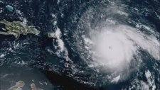 Irma Kasırgasının 297 Kilometre Hızla Yaklaşma Görüntüleri