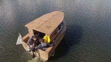 Yetenekli İnsanların Kartondan Kullanabilir Tekne Yapması