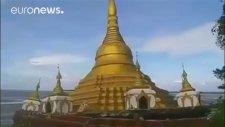 Mynmar'daki Budist Tapınağının Sulara Gömülmesi