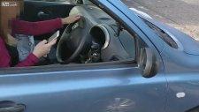 Çılgın Adamın Trafikte Telefon Kullanan Sürücüleri Korkutması