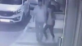 İzmir'de Köpeğe Yapılan Tekmeli Saldırı