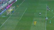 Penaltının Atılacağı Köşeyi Gösteren Kalecinin Rakibi Çıldırtması