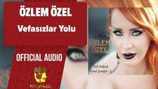 Özlem Özel - Vefasızlar Yolu - ( Official Audio )
