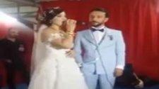 Kendi Düğününde Neşet Ertaş Türküleri Söyleyen Gelin