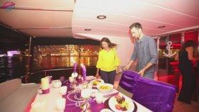 Boğazda Yat Turu ve Renkli Lazerle Evlilik Teklifi