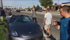 Porshe Arabasıyla Dehşet Saçan Sürücü
