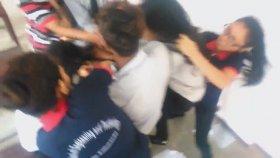 Liseli Kızların Sınıf İçinde Saç Baş Yolduran Kavgası