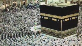 Kabede Kamet ve Kabe İmamı Sheikh Saud As-Shuraim Kabeye Gelişi - Youtube. Müezzin Metin Demirtaş.