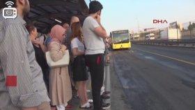 Metrobüste Oturmak İsteyenler Zoru Başarıyor