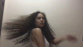 Fasülyeye Bayılan Hafif Güzel Kıvırcık Saçlı Hanımefendi