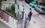 Taksi Şoförünün Köpek Ezip Kaçması  Avcılar