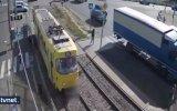 Telefonla Konuşurken Tramvayın Altında Kalmak