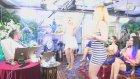 Aslı ve Mehtap'ın Yıldız Türküsünde Dans Etmesi