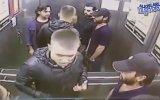 Asansörde 3 Kişiyi Pert Eden Boksör Kılıklı Rus