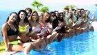 21 Ülke Güzelinin Havuz Başında Poz Vermesi