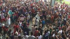 San Lorenzo'lu Taraftarların Despacito Performansı