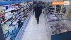 Müşterilerin Şaşkın Bakışları Arasında Silahlı Soygun Kamerada