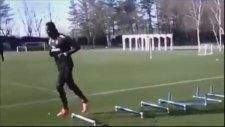 Antrenmanda Farkını Belli Eden Balotelli
