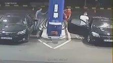 Akaryakıt İstasyonunda Sigara İçen Sürücüye Pompacının Tepkisi