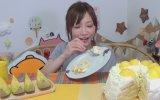 Bir Oturuşta 2 Kilo 200 Gramlık Pasta Yiyen Japon Kızı