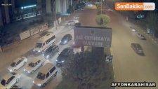 Aşırı Hız Kazayı Da Beraberinde Getirdi... Otomobil Sürücüsü Reklam Panosuna Çarptı
