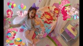Elifin Odasını turluyoruz, Yatak örtüsünü değiştiriyoruz, Çilek kız Stawberry