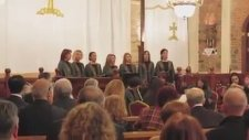 Kilisede İlahi Dinletisi