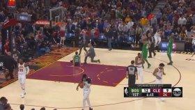 NBA Oyuncusu Gordon Hayward'ın Ayağı Kırıldı