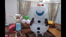 ELİFE YENİ SÜRPRİZ KOSTÜM KARLAR ÜLKESİ OLAF KOSTÜMÜ, Eğlenceli çocuk videosu