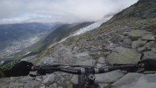 Kilian Bron'un Buz Kaplı Mont Blanc Dağından Bisiklet ile İnmesi