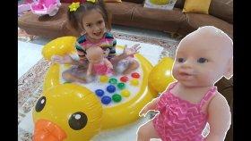 SARI ÖRDEK HAVUZU,SU-KÖPÜK DOLDURDUK, lala bebek banyo yaptı, eğlenceli çocuk videosu,Toys unboxing