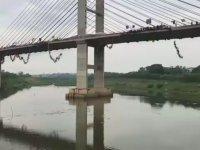 Aynı Anda 245 Kişinin İple Köprüden Atlaması - Brezilya