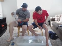 İlk Kez Bacaklarındaki Kılları Alıp Külotlu Çorap Giymeyi Deneyen Erkekler