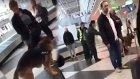 Türk Yolcular Münih Havaalanı'nda Köpeklerle Arandı