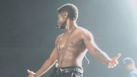 Usher - Shirtless - Providence, Rı 5