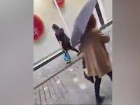 Annenin Çocuğunu İpe Bağlayarak Cadde Ortasında Sürüklemesi