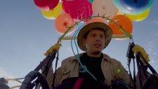 Çılgın Adamın Uçan Balonlarla 25 Kilometre Uçması