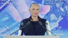 Sophia Adlı Robota Vatandaşlık Verildi