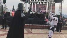 Darth Vader'ı Hım Hım Yar Şarkısı Eşliğinde Oynatmak