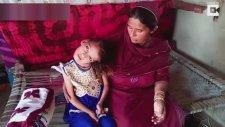 Kafasını 180 Derece Çeviren Kız