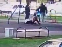 Çocuğunu Rahatsız Edenleri Parkta Yakalayan Çılgın Baba