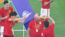 Felipe Scolari'yi bira ile yıkadılar!