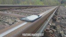 iPhone X'in Üzerinden Tren Geçerse