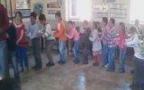 Çocuklarla Çocuk Olup Mutluluk Halkası Oluşturan Öğretmen