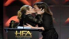 Kate Winslet Ve Allison Janney Dudak Dudağa Öpüştü