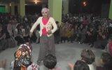 Erik Dalına Rakip Çilli Bom Oyunuyla Coşan Kadın